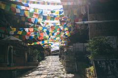 Bandiera di preghiera nella vecchia città di Shangrila, il Yunnan immagini stock libere da diritti