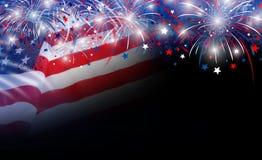 Bandiera di U.S.A. e fondo dei fuochi d'artificio Immagini Stock