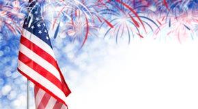Bandiera di U.S.A. e fondo del bokeh con lo spazio della copia e del fuoco d'artificio Immagine Stock
