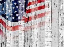 Bandiera di U.S.A. su fondo di legno Fotografie Stock