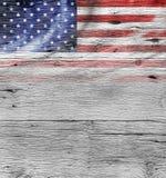 Bandiera di U.S.A. su vecchio fondo di legno Immagine Stock