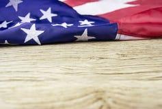 Bandiera di U.S.A. su vecchio fondo di legno con lo spazio della copia Immagini Stock Libere da Diritti