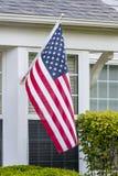 Bandiera di U.S.A. in una finestra Immagine Stock Libera da Diritti