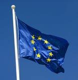 Bandiera di Unione Europea che fluttua nel vento Fotografia Stock Libera da Diritti