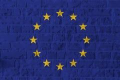Bandiera di Unione Europea sul fondo di struttura del muro di mattoni fotografie stock libere da diritti