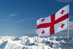 Bandiera georgiana nelle montagne Fotografia Stock Libera da Diritti