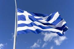 Bandiera greca in cielo blu Fotografia Stock Libera da Diritti