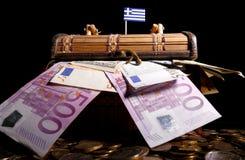 Bandiera greca sopra la cassa immagini stock