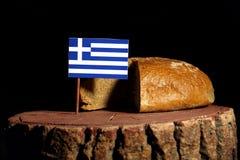 Bandiera greca su un ceppo con pane immagine stock