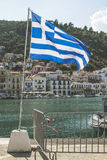 Bandiera greca sulla spiaggia Fotografia Stock Libera da Diritti