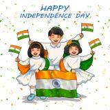 Bandiera indiana della tenuta del bambino dell'India con orgoglio per quindicesimo August Happy Independence Day dell'India illustrazione vettoriale