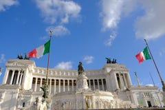 Bandiera italiana che ondeggia a Roma Immagine Stock