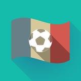 Bandiera lunga della Francia dell'ombra con un pallone da calcio Immagini Stock Libere da Diritti