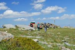 Bandiera nazionale bulgara alta in montagna di Rila Fotografia Stock Libera da Diritti