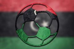 Bandiera nazionale della Libia del pallone da calcio Palla libica di calcio fotografie stock libere da diritti