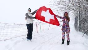 Bandiera nazionale della Svizzera che ondeggia nel vento stock footage