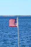 Bandiera nazionale sul fiume San Lorenzo Fotografie Stock Libere da Diritti