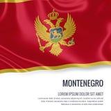 Bandiera serica del Montenegro che ondeggia su un fondo bianco isolato con l'area di testo bianca per il vostro messaggio dell'an Immagine Stock