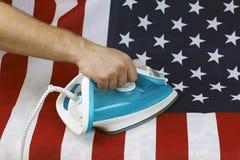 Bandiera sgualcita rivestita di ferro degli Stati Uniti Fotografie Stock Libere da Diritti