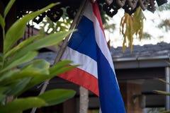Bandiera tailandese nazionale davanti alla Camera tailandese Fotografia Stock
