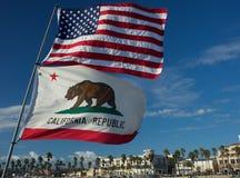 Bandiere 4 dello stato di California e degli Stati Uniti Immagine Stock Libera da Diritti
