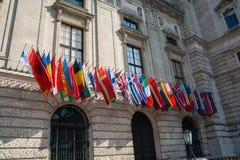 Bandiere al HQ del OSCE Fotografie Stock