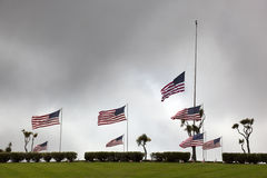 Bandiere americane al cimitero nazionale Fotografie Stock