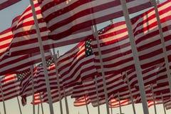 Bandiere americane che ondeggiano al tramonto Fotografie Stock