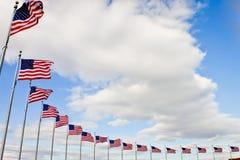 Bandiere americane in una fila Fotografie Stock