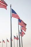 Bandiere americane a Washington Monument in Washington DC Fotografie Stock
