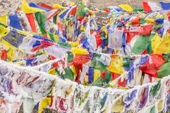 Bandiere buddisti congelate Immagini Stock Libere da Diritti
