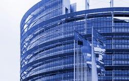 Bandiere che ondeggiano davanti al Parlamento Europeo Strasburgo Immagini Stock