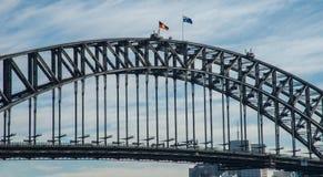 Bandiere che volano su Sydney Harbour Bridge Immagine Stock Libera da Diritti