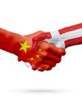 Bandiere Cina, paesi della Danimarca, concetto della stretta di mano di amicizia di associazione illustrazione 3D Fotografie Stock Libere da Diritti