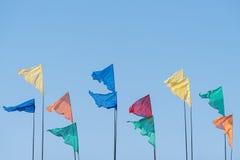 Bandiere colorate contro il cielo Fotografia Stock