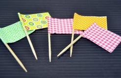 Bandiere colorate per decorare gli spuntini Immagine Stock
