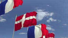 Bandiere d'ondeggiamento della Danimarca e della Francia sul fondo del cielo, animazione loopable 3D stock footage