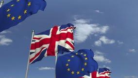 Bandiere d'ondeggiamento della Gran-Bretagna e l'UE sul fondo del cielo, animazione loopable 3D stock footage