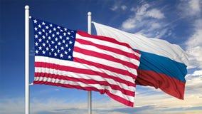 Bandiere d'ondeggiamento di U.S.A. e della Russia sull'asta della bandiera Fotografia Stock