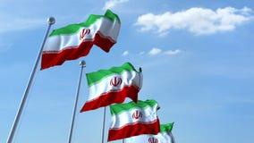 Bandiere d'ondeggiamento multiple dell'Iran contro il cielo blu video d archivio