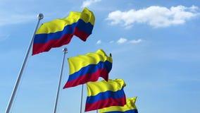 Bandiere d'ondeggiamento multiple della Colombia contro il cielo blu video d archivio