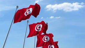 Bandiere d'ondeggiamento multiple della Tunisia contro il cielo blu archivi video