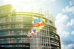 Bandiere davanti al Parlamento Europeo Fotografie Stock Libere da Diritti