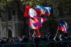 Bandiere degli oppositori, pace marzo fotografia stock