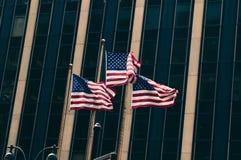 Bandiere degli Stati Uniti contro la parete Immagini Stock Libere da Diritti