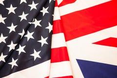 Bandiere degli Stati Uniti e della Gran Bretagna Due degli Stati di bandiera da svilupparsi Fotografia Stock