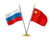 Bandiere del desktop della Cina e della Russia illustrazione 3D Fotografia Stock Libera da Diritti