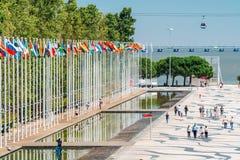 Bandiere del mondo all'Expo 98 vicino a Vasco de Gama Shopping Centre Fotografie Stock Libere da Diritti