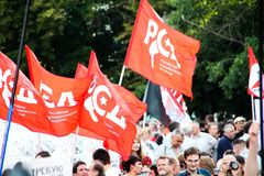 Bandiere del movimento socialista russo sulla riunione oppositiva Fotografie Stock