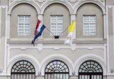 Bandiere del Vaticano e del croato Immagini Stock Libere da Diritti